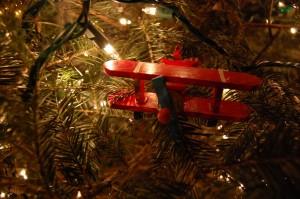 Flugzeug als Weihnachtsbaumdekoration